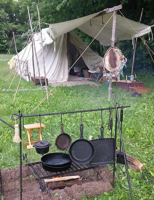 I Really Like The Outdoor Kitchen Set Up They Have Going On Here Bushcraft Camping Camping Tools Camping Stove