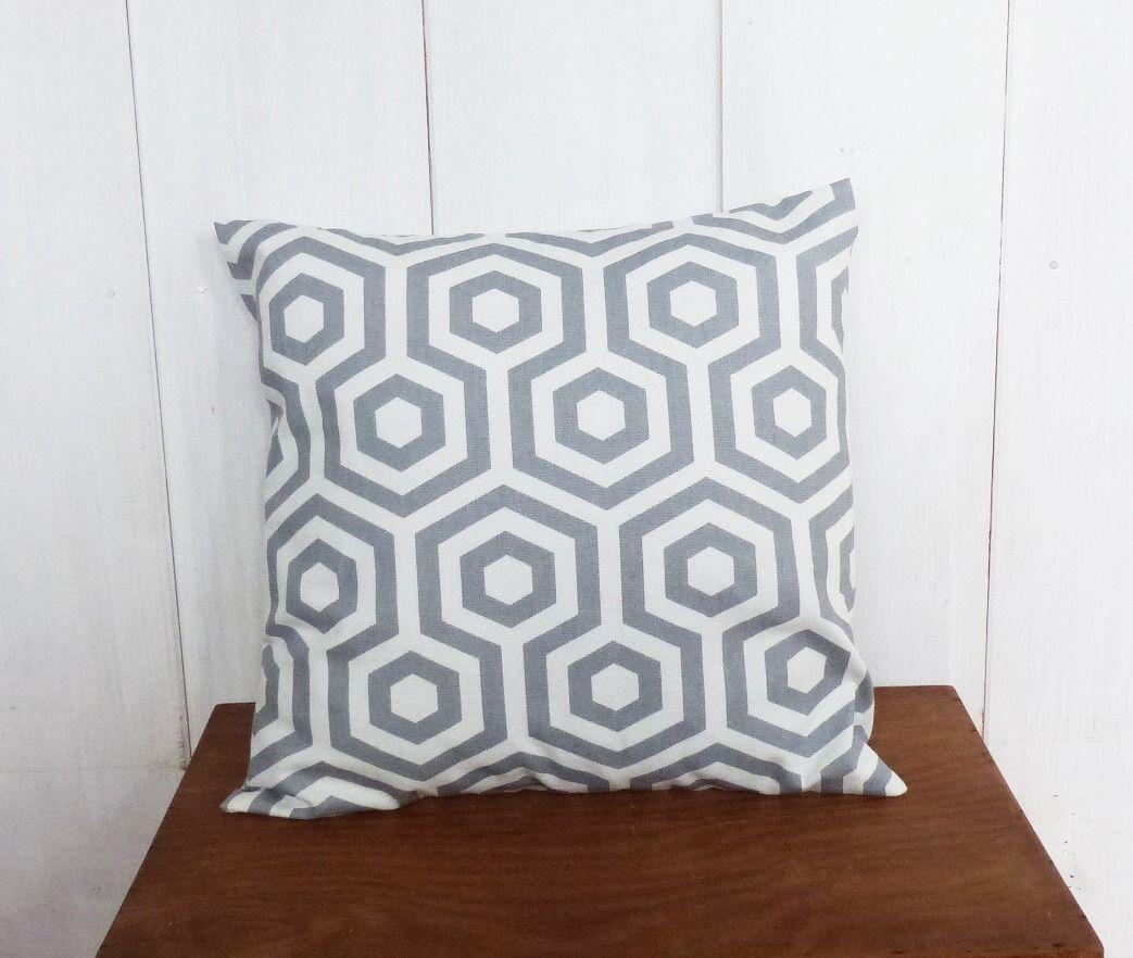 housse de coussin 40 x 40 cm tissu motifs g om riques gris d co scandinave textiles et tapis. Black Bedroom Furniture Sets. Home Design Ideas