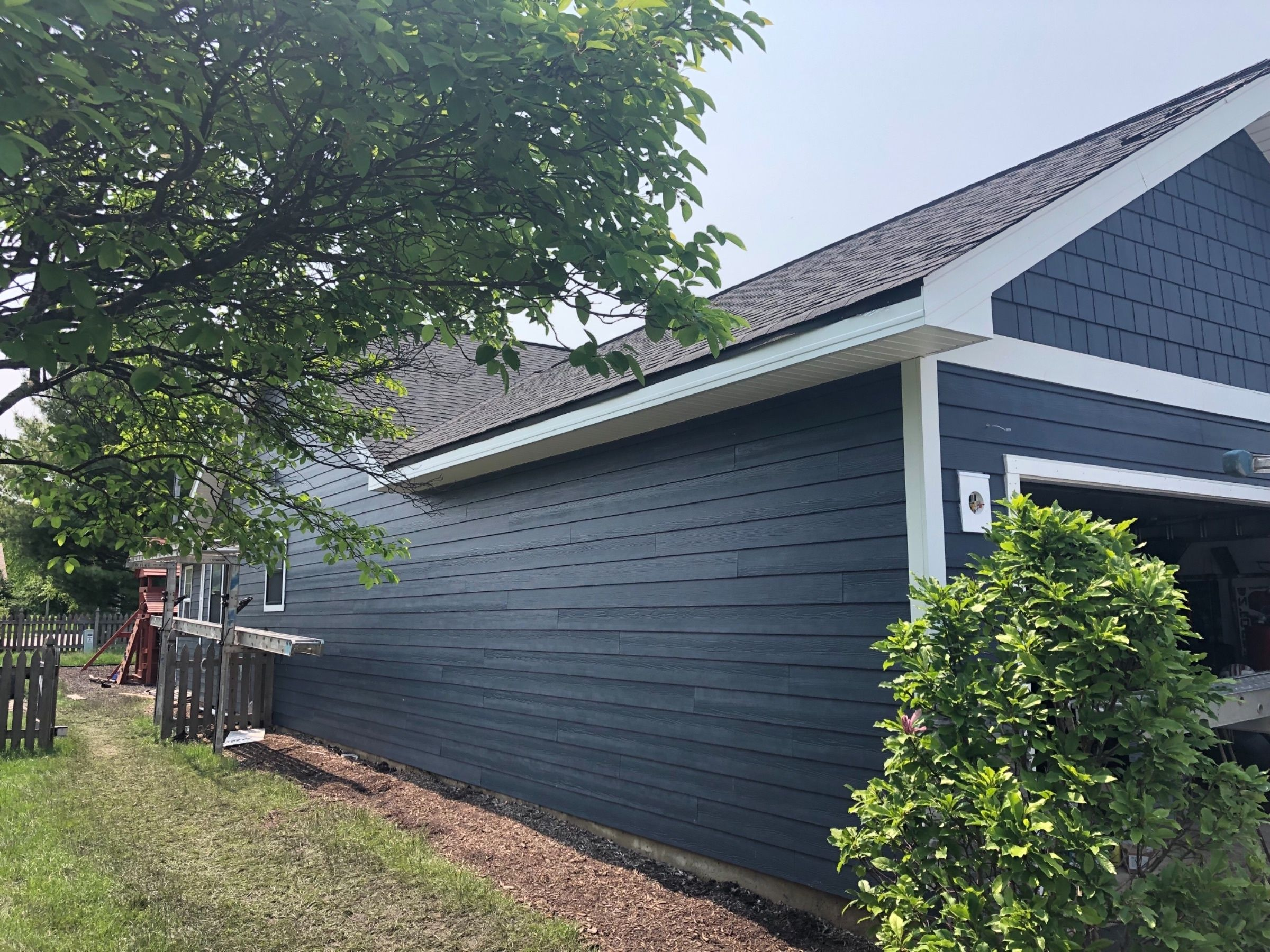 That Beautiful And Trendy Blue Siding In 2020 Blue Siding Exterior House Colors Hardie Siding
