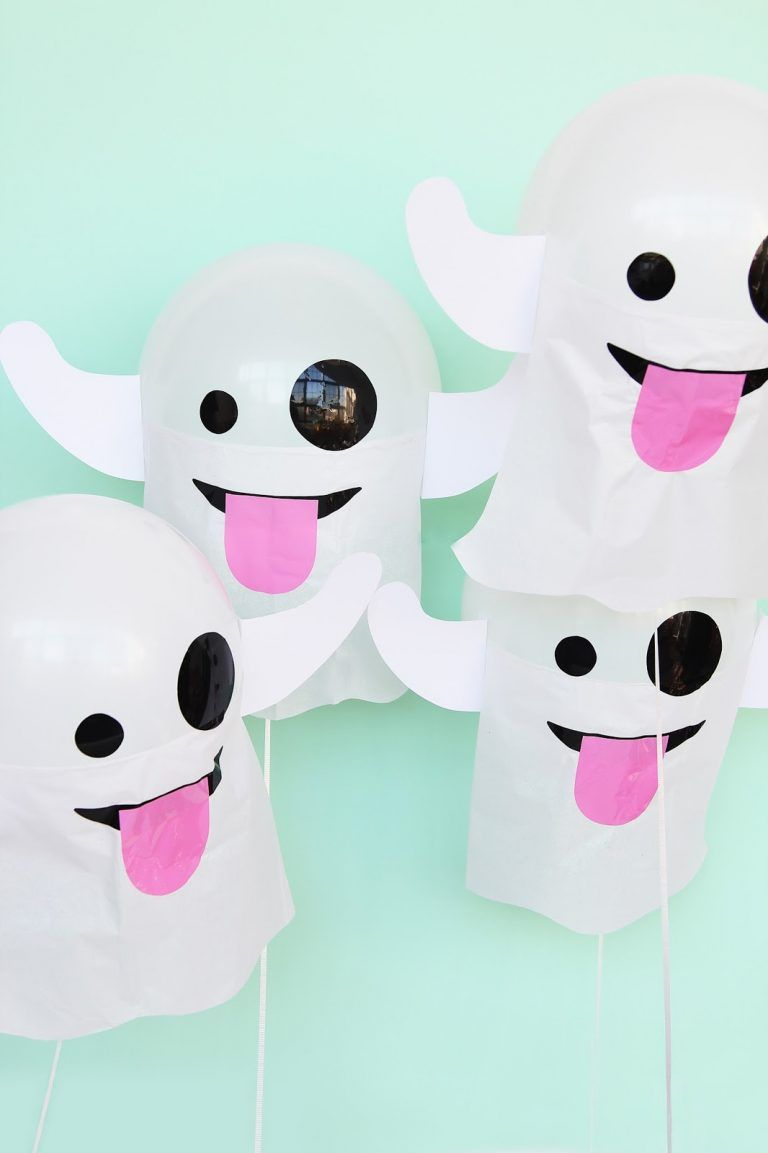 These DIY emoji ghost balloons are the perfect decoration for your - Ghost Halloween Decorations