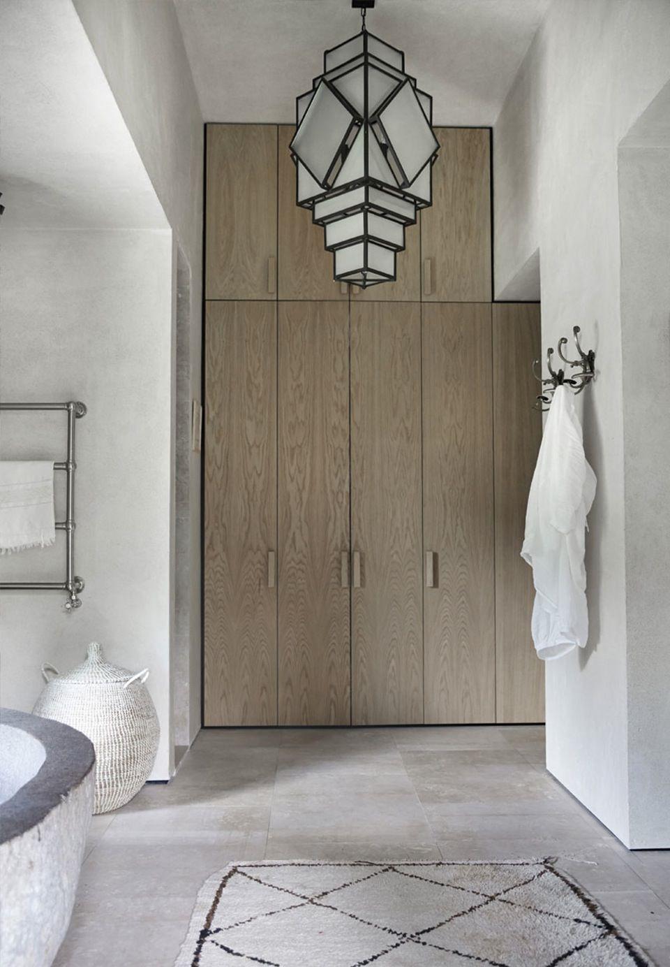 Art deco hallway lights  stefano moreno et lionel jadot architectes  residence privé