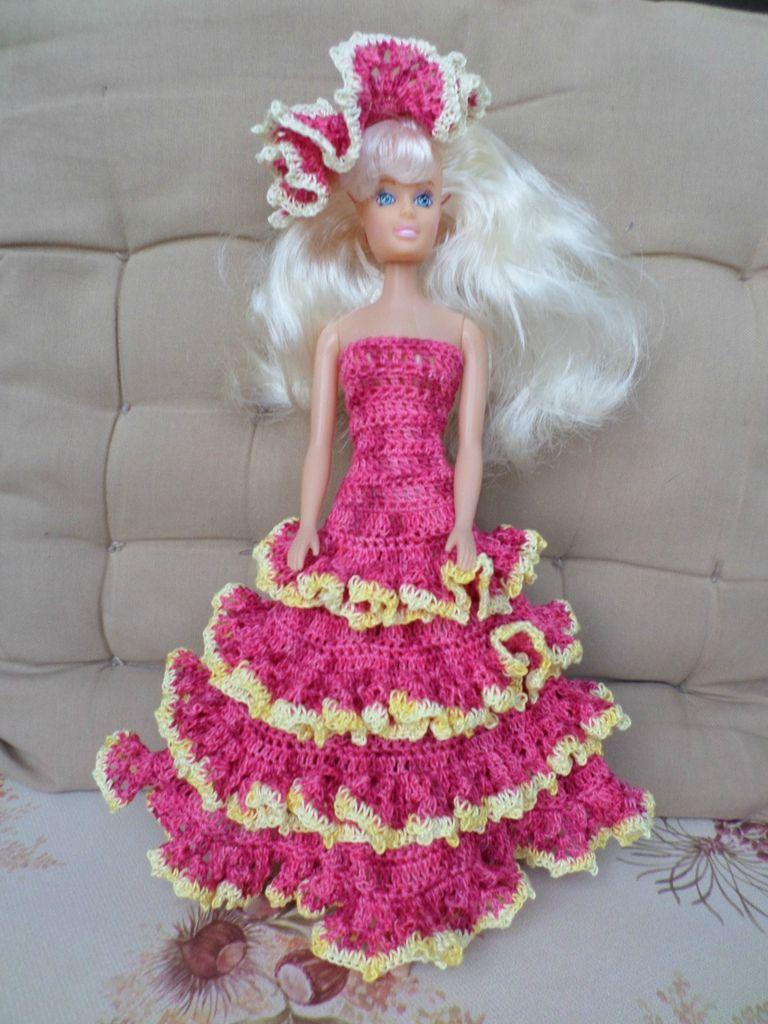 Je vous présente ce soir quelques robes de barbie que j'ai crocheté, Les modèles partagés par HMK Modèle partagé par Hélène La robe...