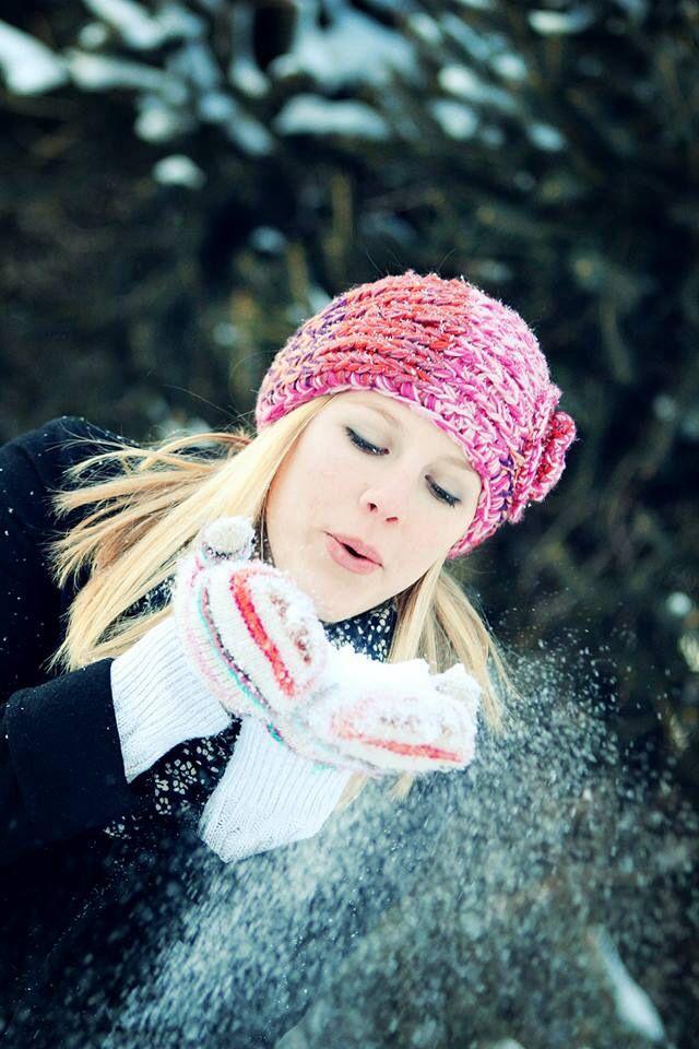 Senior photo session - female portrait - senior picture ideas for girls - blowing snow - winter