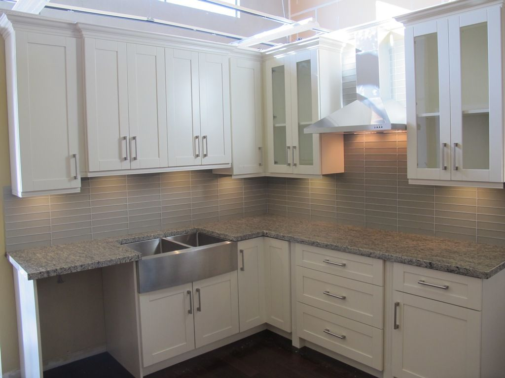 White shaker kitchen white shaker kitchen cabinets for Kitchen designs with white cabinets