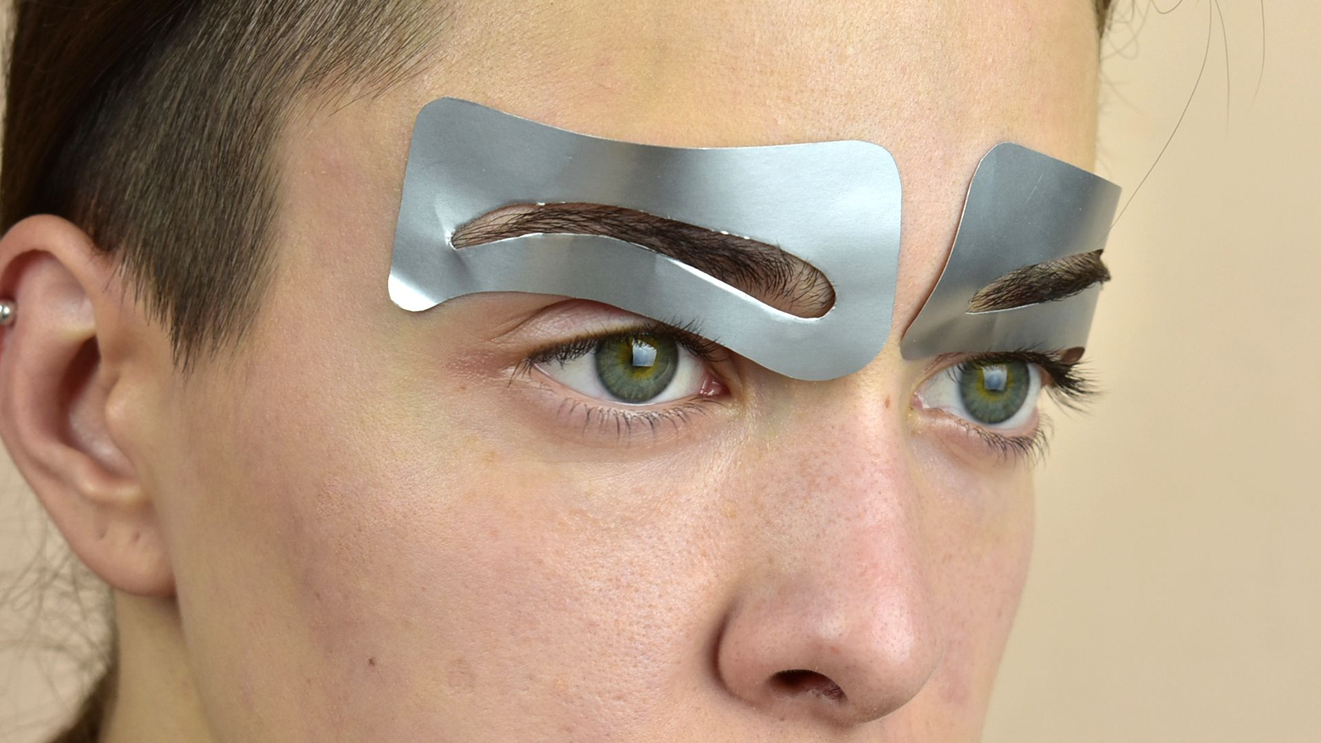 How to Use Eyebrow Stencils Brow stencils make shaping ...