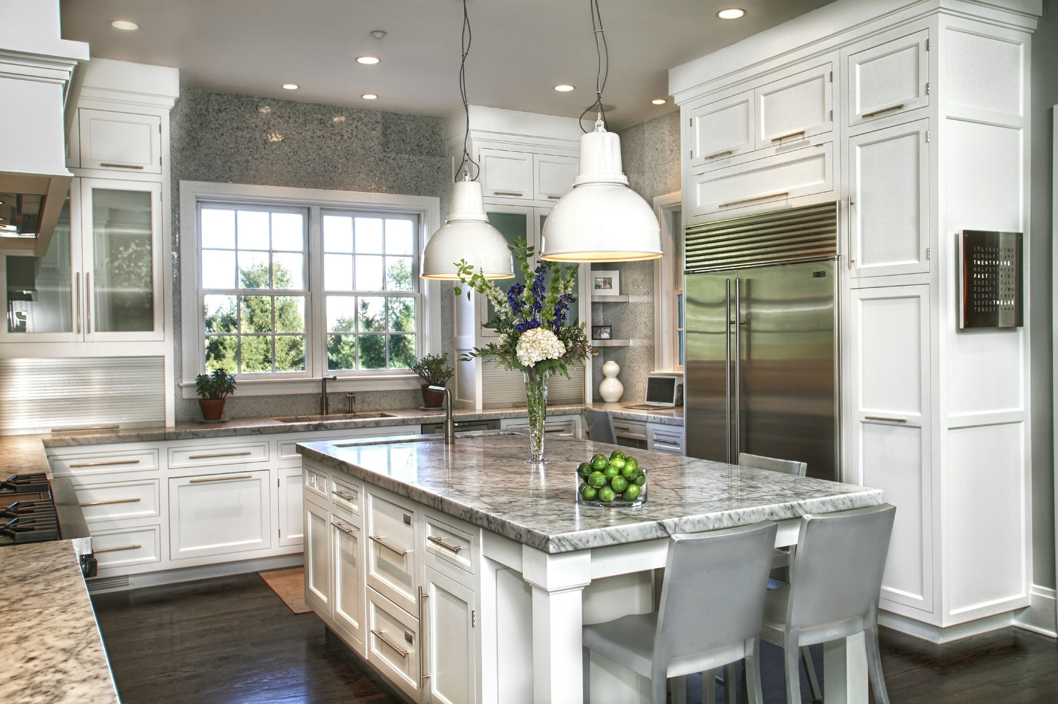 Transitional white kitchen with elongated hardware