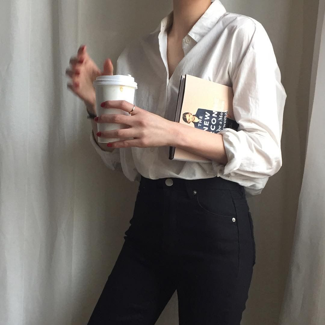 1ce25bc78b Classic white button down shirt and black high waisted skinny jeans ...