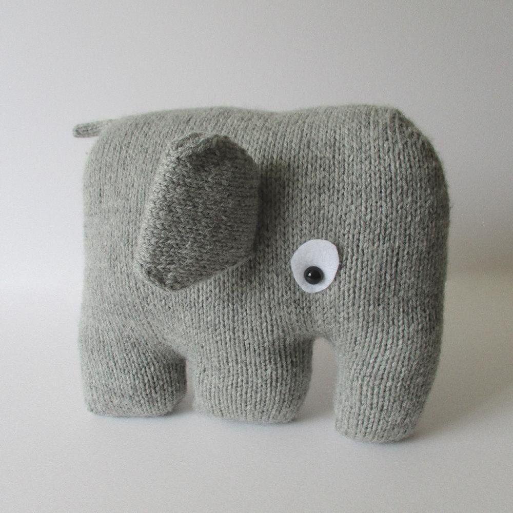 Elephant Cushion | If I\'m sittin\' I\'m knittin\' | Pinterest ...