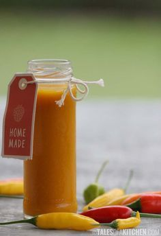This is for the chili lovers. And for fermented foods lovers. Raw & vegan fermented hot chili sauce.