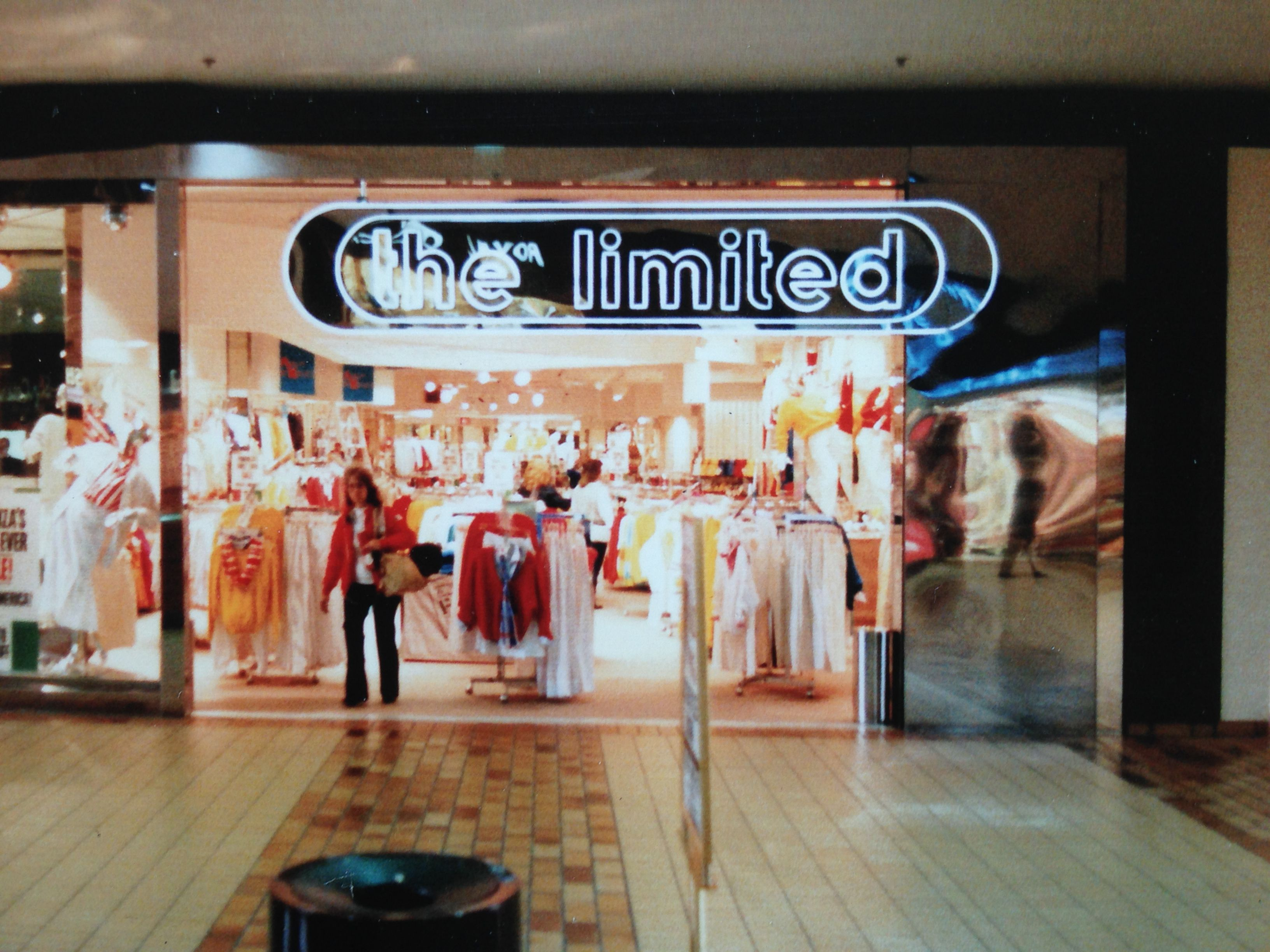 The Limited Woodland Hills Mall My First Job Around The Same