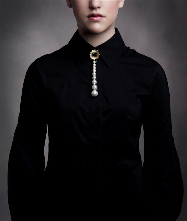 Mega Chic pearl tie. Design Emquies-Holstein. Photo Ida Wang
