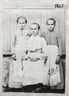 Tyttöjä Haapasen kylästä 1909, kuva Samuli Paulaharju