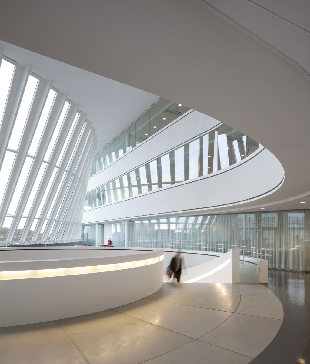 Nieuwegein city hall and cultural center nieuwegein for Idee architettura interni