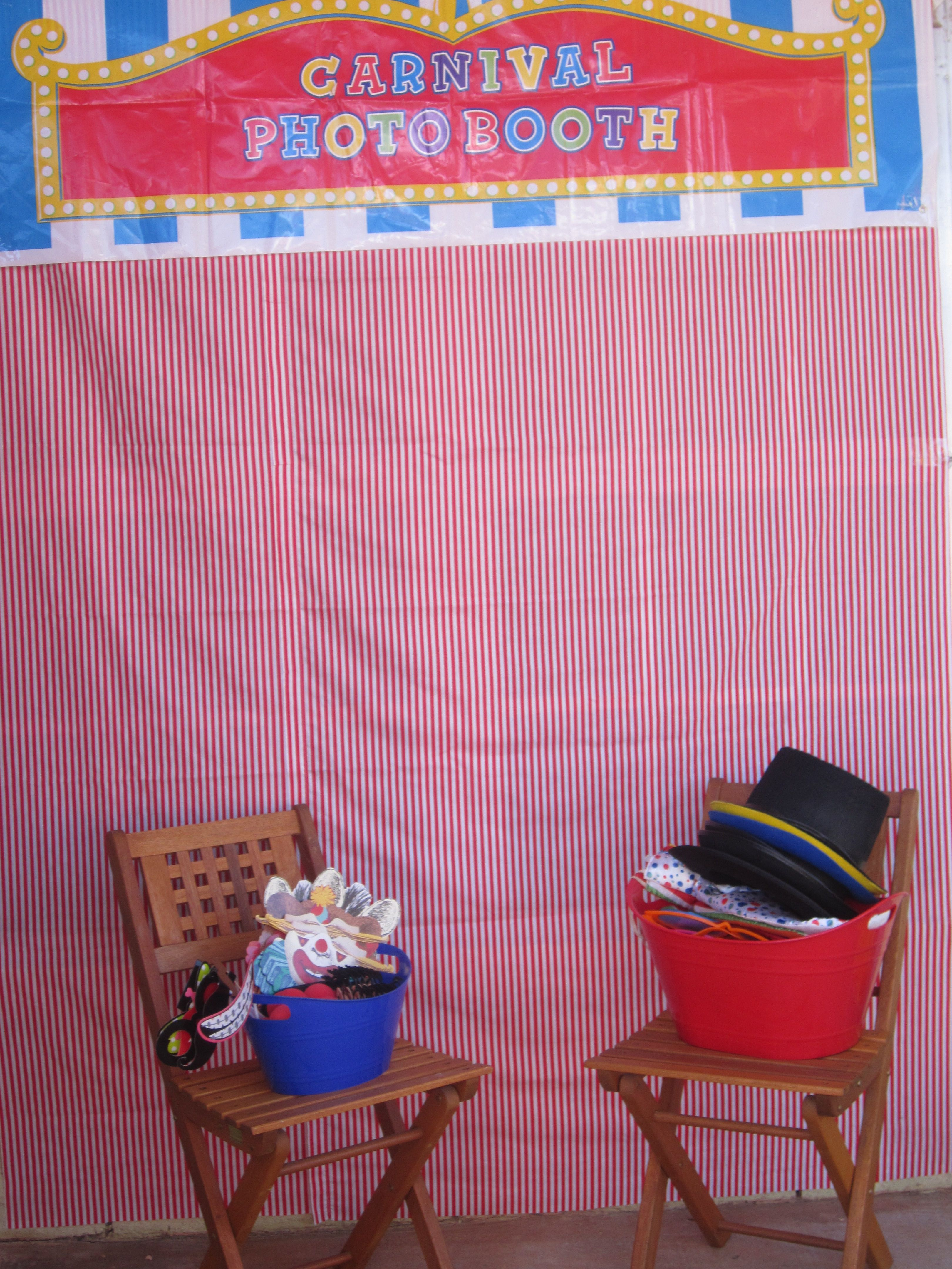 Photo booth back drop n props Fall carnival, Carnival