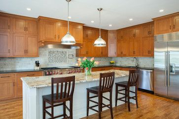 Oak Cabinets White Island Design Ideas Pictures Remodel And Decor Kitchen Upgrades Home Kitchens Oak Cabinets