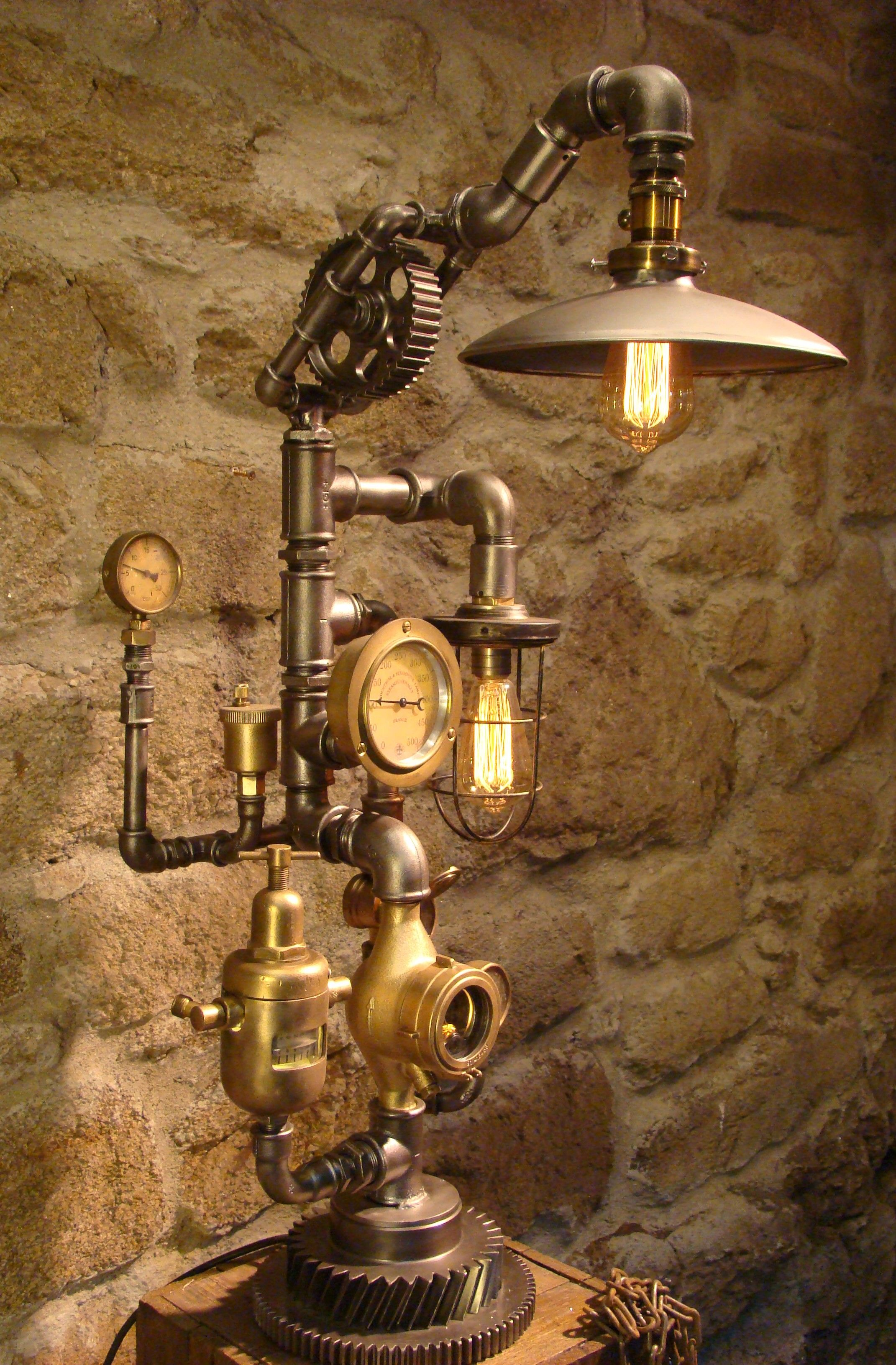Made By Steampunkwally Caractere 1925 Lampe Steampunk Idee Deco Industrielle Lampe Industrielle