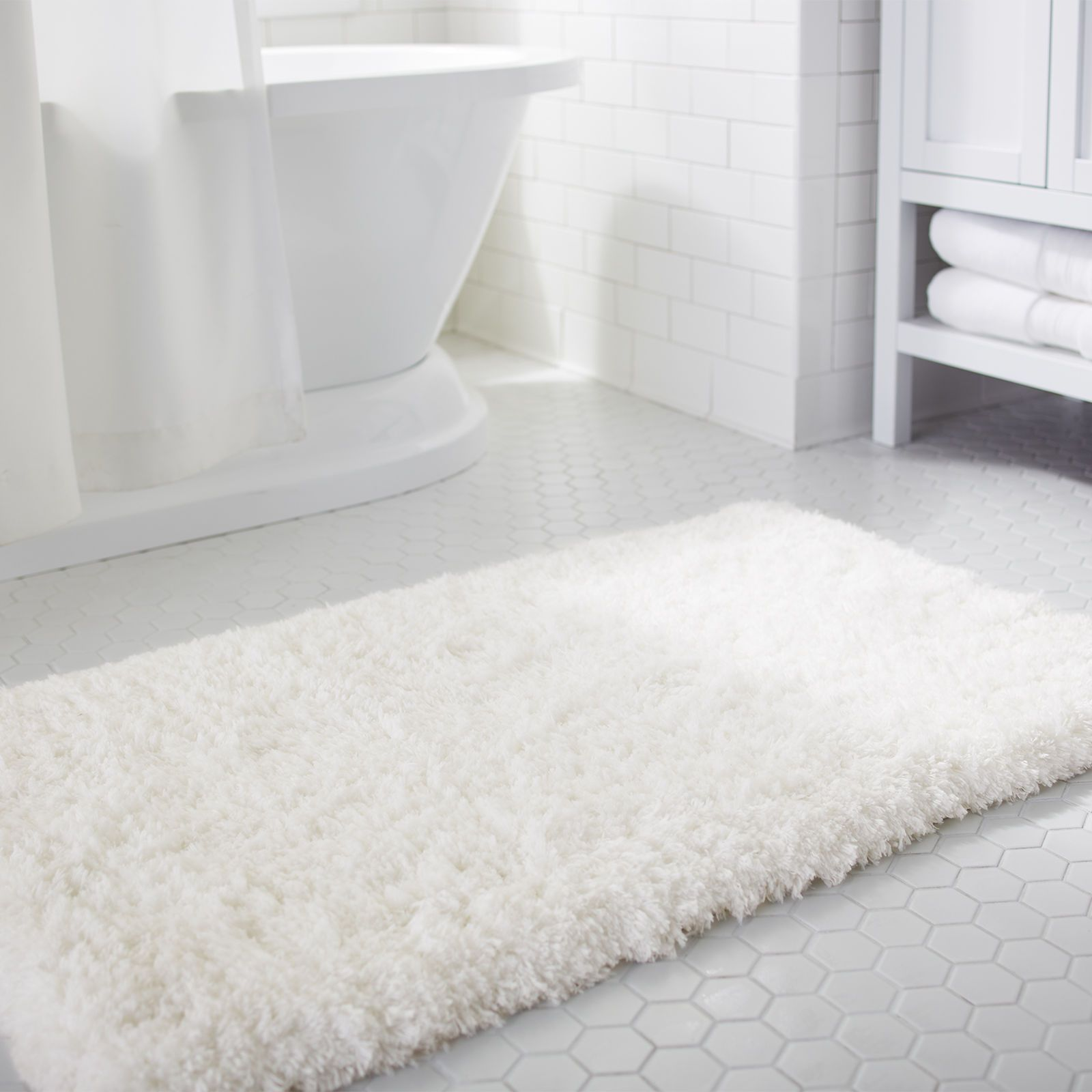 Pin By Sarah Persinger On Future Home White Bath Rugs Luxury Bath Mats White Bathroom Rug