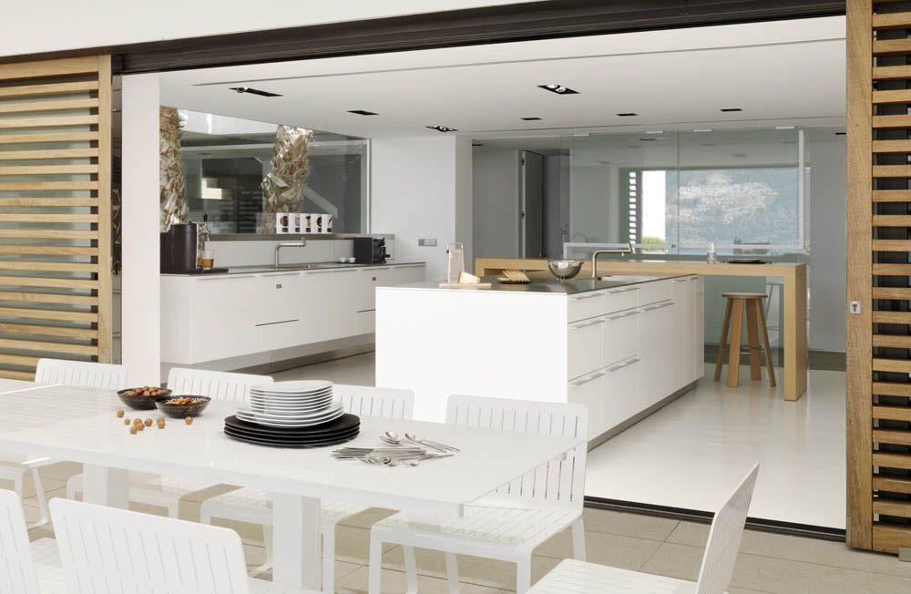 cocina en isla con mesa madera Susanna Cots | Apartamento ...