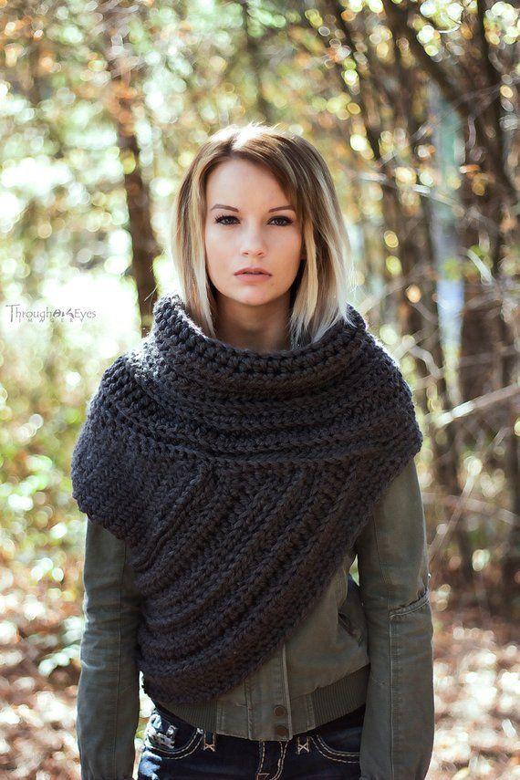 Capucha inspirada Katniss – Cazadora Chaleco de capucha Bufanda hecha a mano de punto – Ganchillo – Sweater-Unique-Boho Vintage Rústico – Suéter de punto – Cross Body