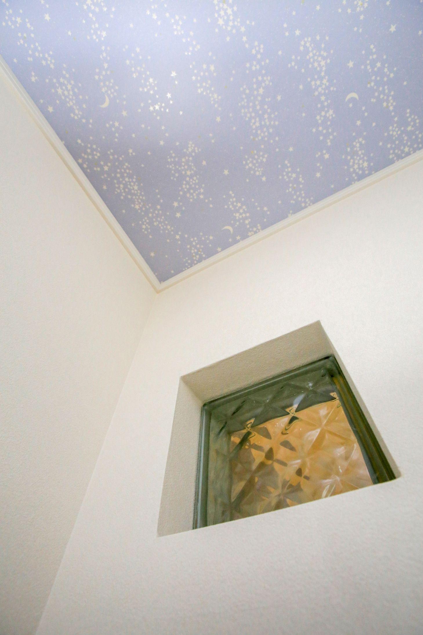 建築実例 ガラスブロック 緑 子ども部屋 天井クロス 蓄光クロス 星柄