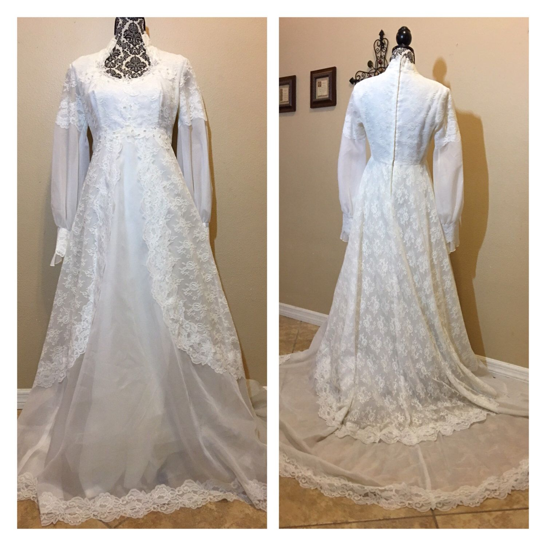 Vintage 1960s Lace Wedding Dress