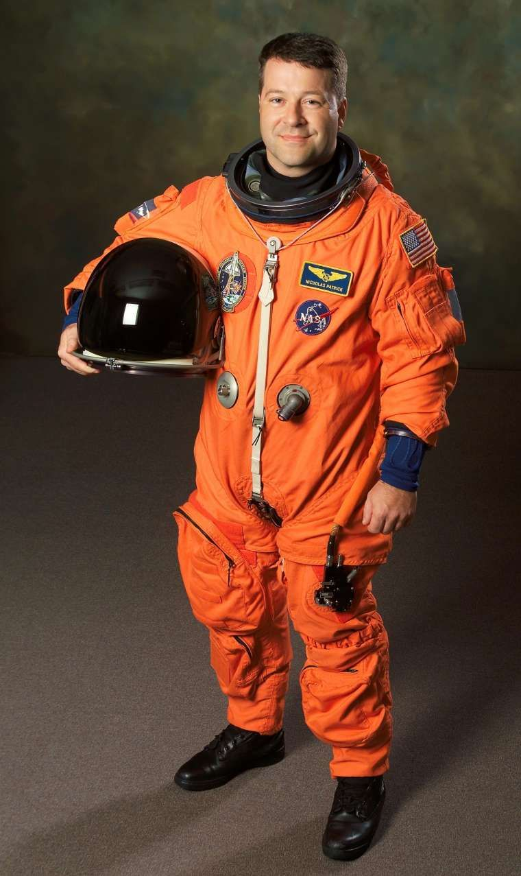 Why Do Astronauts Wear Silver Space Suits Space Suit Astronaut Suit Astronaut