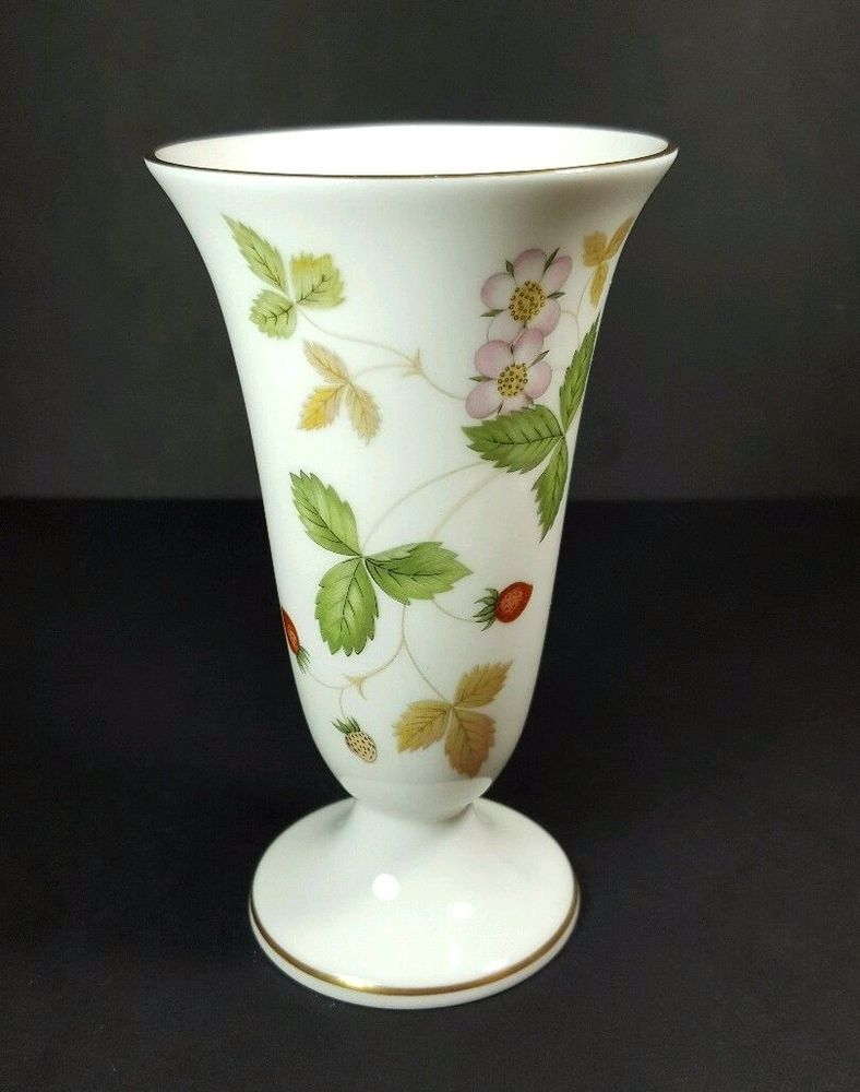 Wedgwood Wild Strawberry Vase Download Wallpaper Full Wallpapers
