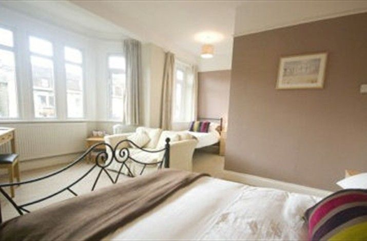 Bath 3 nights private shower room £297