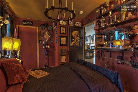 Haunted Horror Themed House In Seattle Offbeat Home Life Horror Room Halloween Bedroom Horror Bedroom Ideas