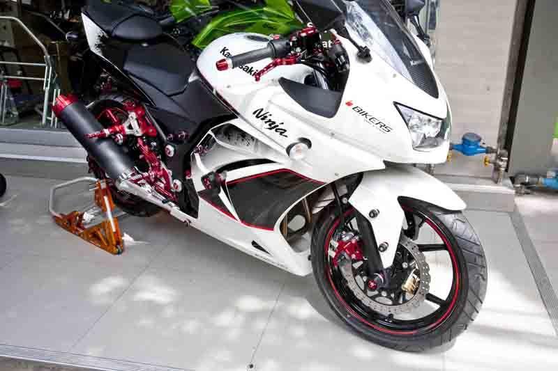 Kawasaki Ninja with Bikers accessories | Motorcycle stuff ...