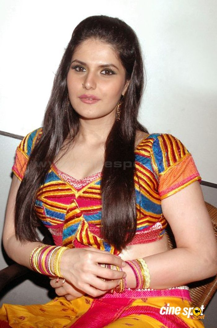Zareen Khan Hd Wallpapers Free Download With Images Zarine