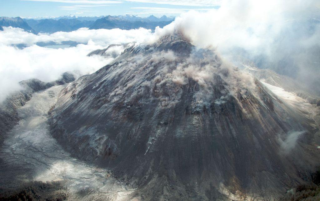 Fonds d'écran Volcan en Éruption - MaximumWallHD
