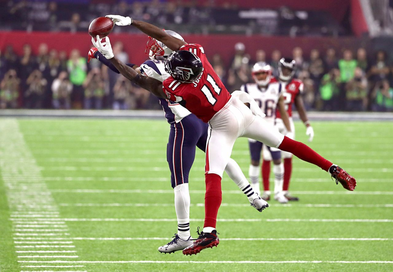 P Julio Jones 11 Of The Atlanta Falcons Makes A Catch Over Eric Rowe 25 Of The New England Pat Julio Jones Falcons Julio Jones New England Patriots Pictures