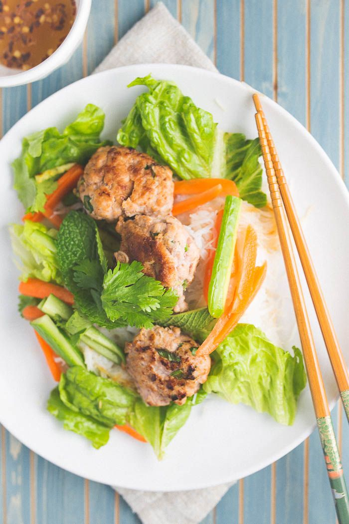 This bun cha recipe (vietnamese rice noodle salad with pork patties) is easy to make and a filling weeknight meal for spring/summer!