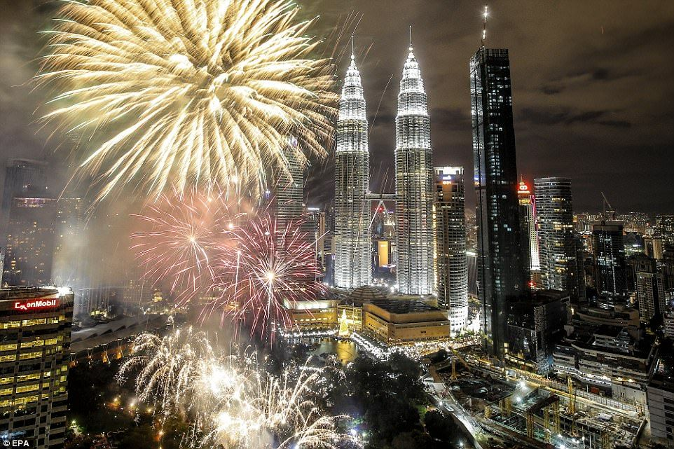 Countries Around The World Celebrate The New Year With Fireworks Fireworks Fireworks Display World
