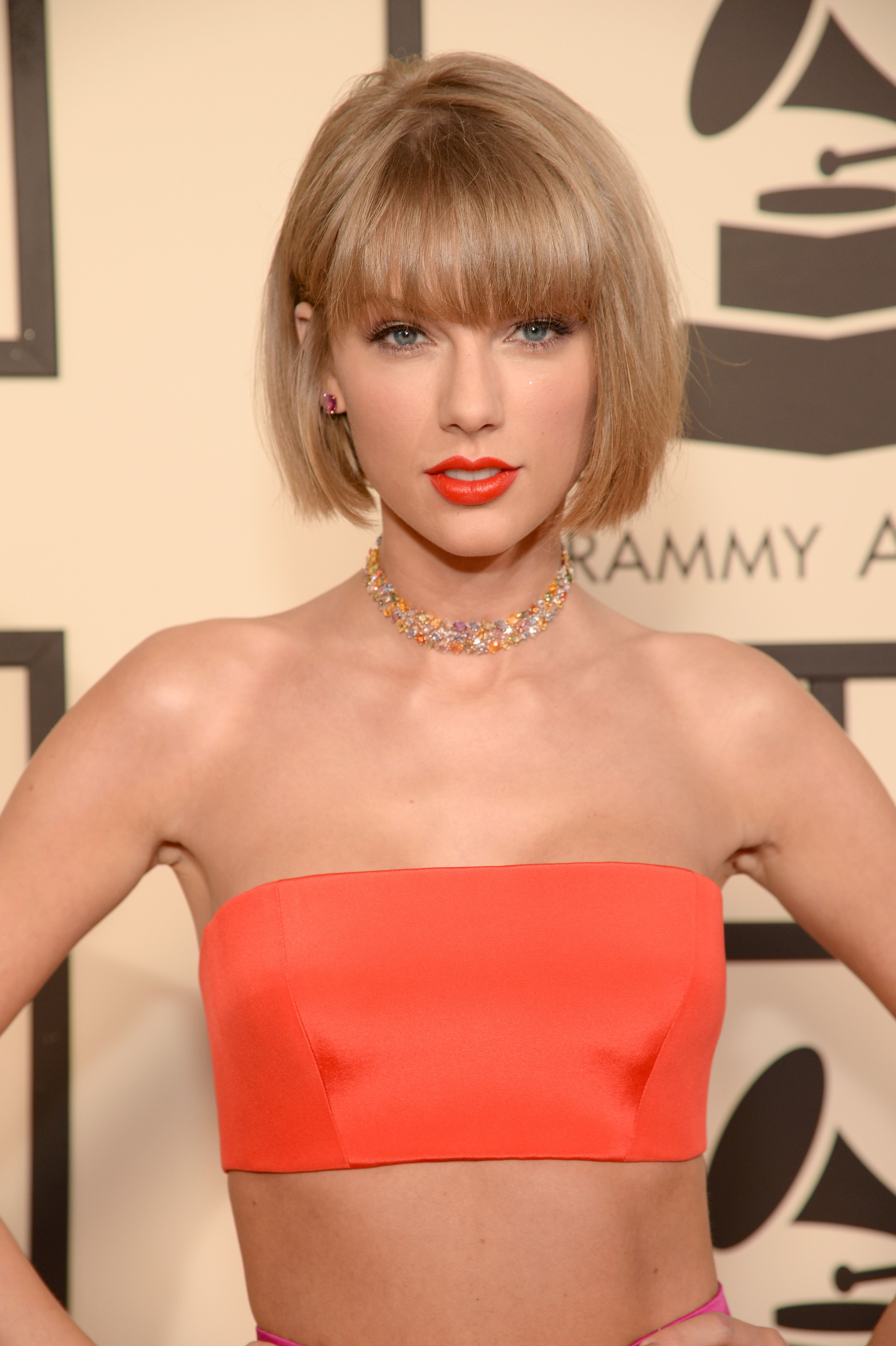 Taylor Swift Just Made A Major Change To Her Hair For The Grammys Taylor Swift Hair Thick Hair Styles Bob Haircut With Bangs
