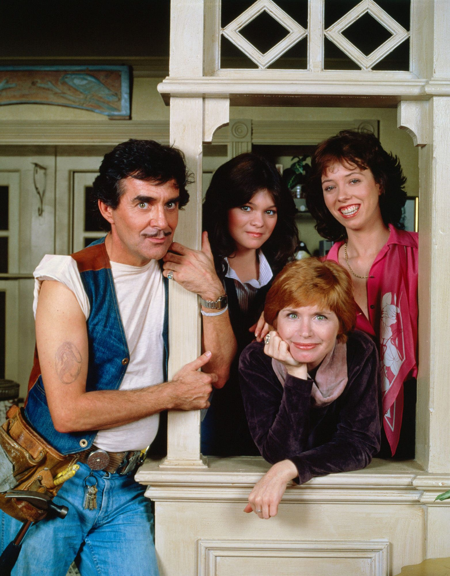 Pat Harrington Jr Schneider Of Tv S One Day At A Time Dies At 86 Pat Harrington Jr Valerie Bertinelli 70s Tv Shows