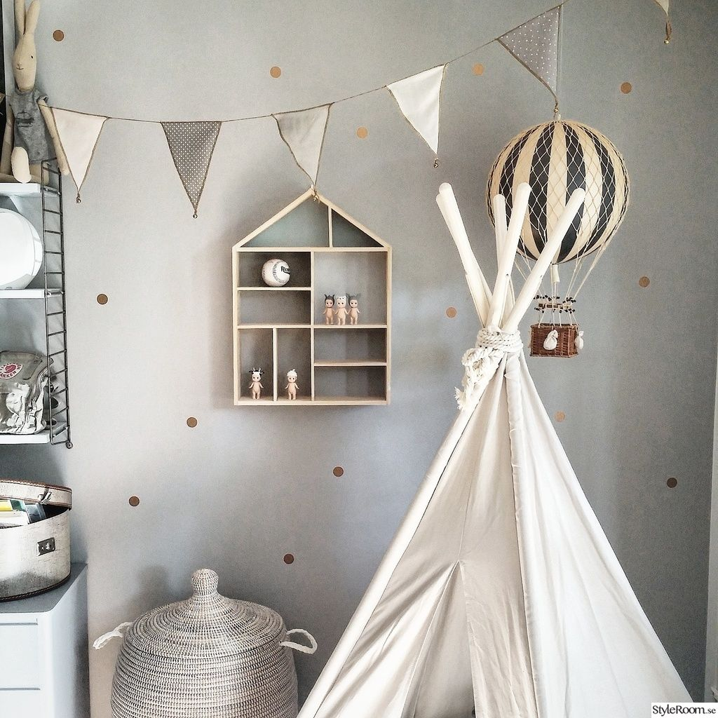 barnrum,tipi,tält,hylla barnrum, love the grey wall with gold polkadots  아이 방 ...