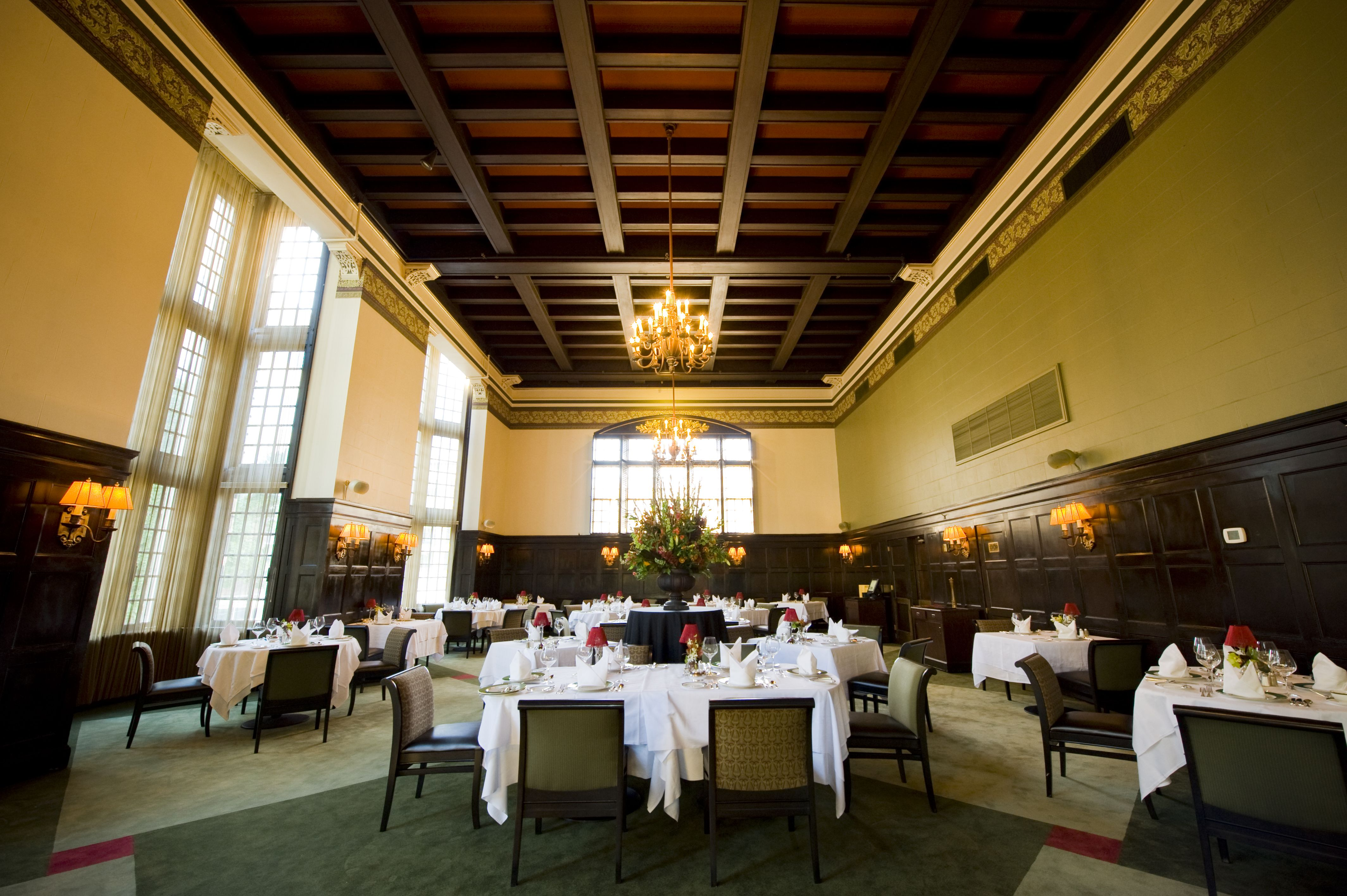 University Club of Portland, Main Dining Room. #universityclubofportland #uclubpdx