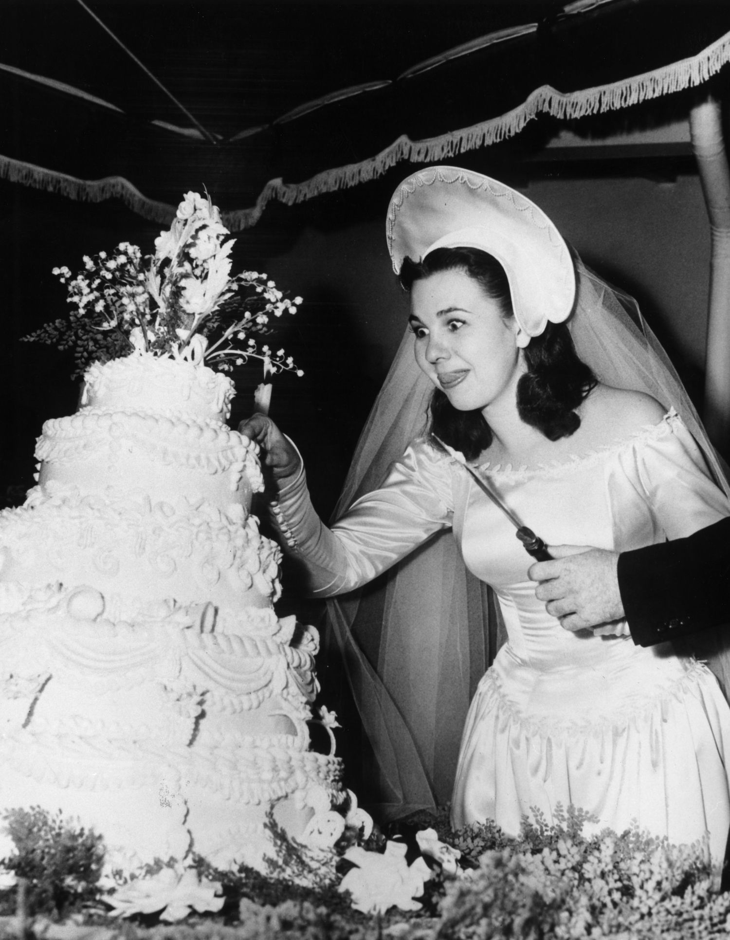 amazing retro wedding moments big cakes wedding moments and