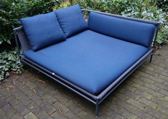 Gartensofa CANVAS v. Paola Lenti dunkelblau #sofa #gartensofa ...