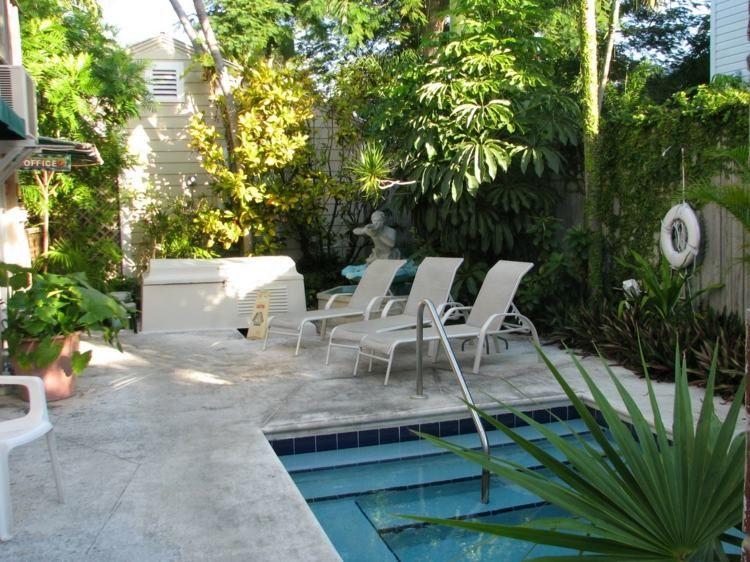 den kleinen garten ppig bepflanzen pool pinterest kleine g rten garten ideen und pflege. Black Bedroom Furniture Sets. Home Design Ideas