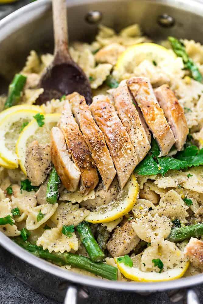 Lemon Garlic Chicken Asparagus Pasta | The Recipe Critic