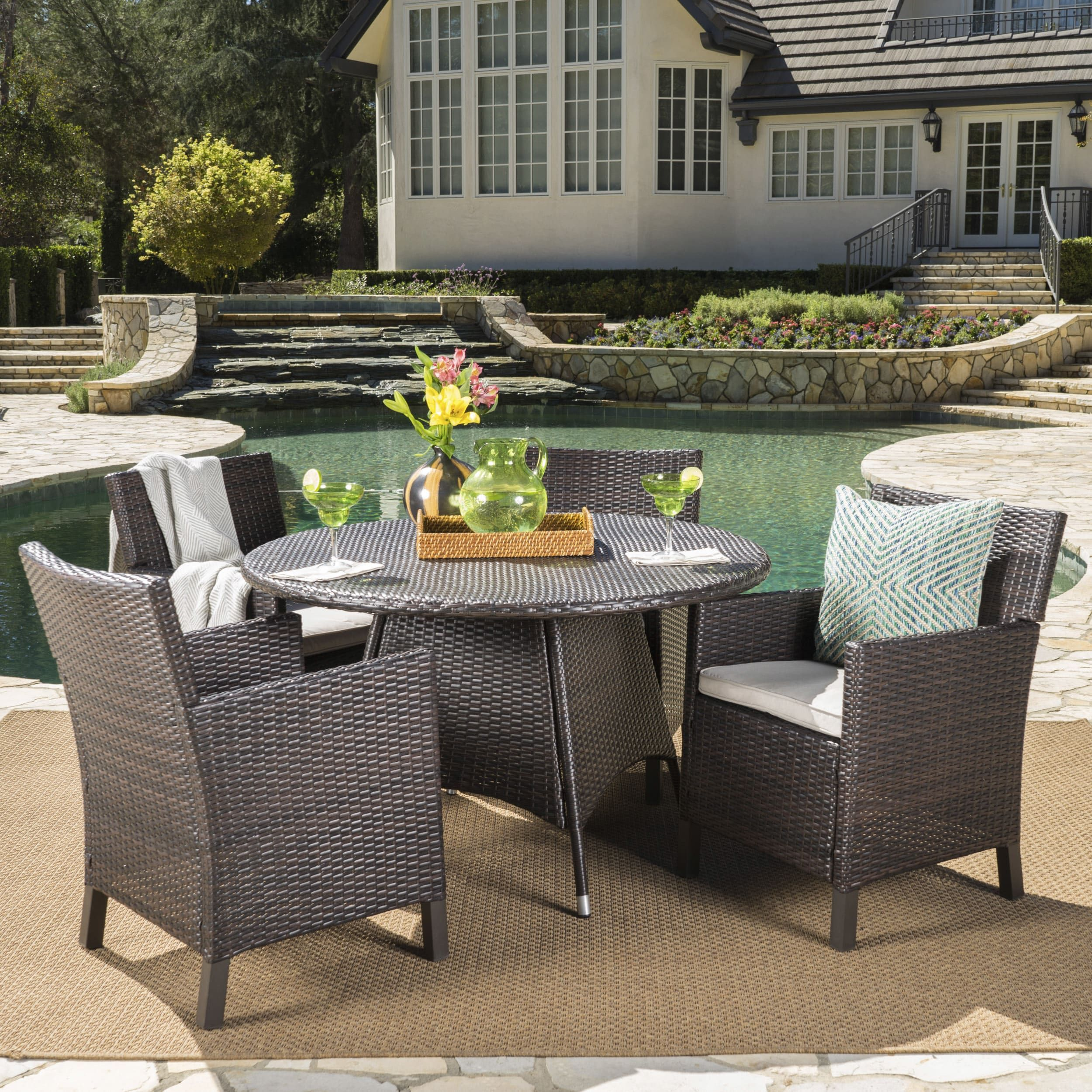 Stuhlkissen Outdoor Cypress Outdoor 5 Piece Round Wicker Dining Set With Cushions