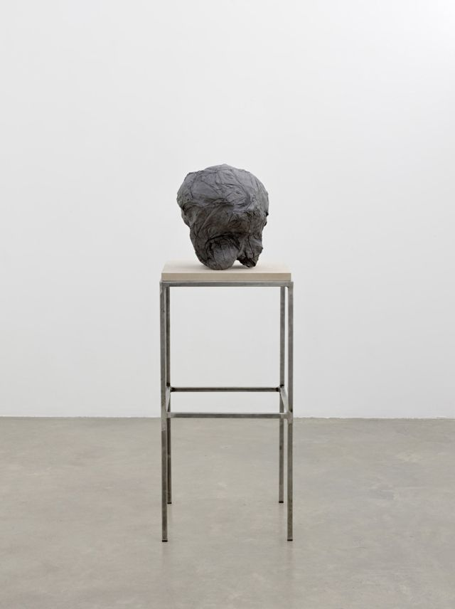 Jean-Luc Moulène, La tête noire, Paris, janvier 2007 Béton ciré et graphité / Polished concrete and graphite, 38.50 x 33 x 33 cm  © Jean-Luc Moulène / ADAGP Courtesy de l'artiste et Galerie Chantal Crousel, Paris
