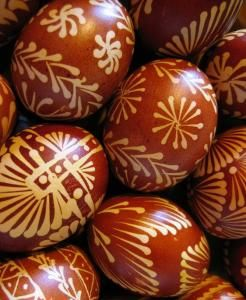 The color traditionally comes from onion skins ....made those with my sister Renata every year :))
