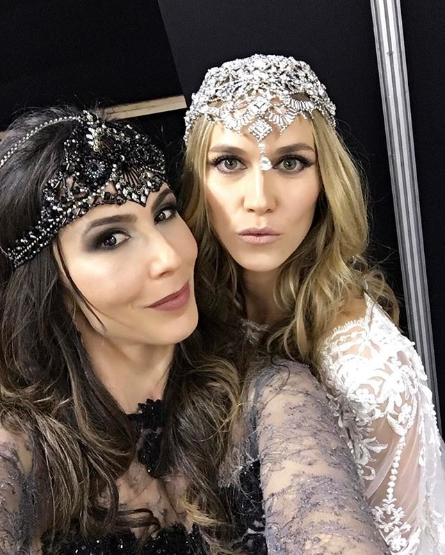 WEBSTA @ graciellastarling - Backstage #tudomuitostarling ✨nossa designer #graciellastarling com a diva @renatakuerten usando #headcouturegs no desfile @lucasanderi e com #make @lavoisier amor demais ! #lucasAnderi #lavoisier !!!! Inspirou .... mande um email pra gente no 💌 contato@graciellastarling.com.br #headcouturegs #headcouture #fashionbride #weddinginspiration #weddingaccessories #altachapelariags #headcouture #millinerycouture #milliner #millinery