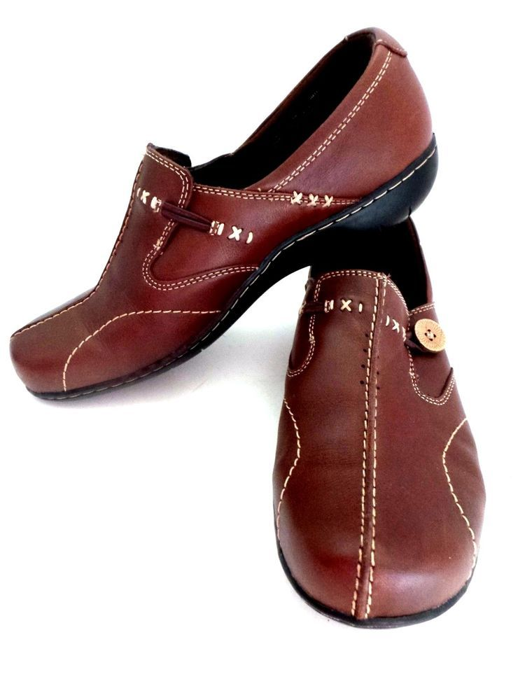 94f4e922ce7 Size is WIDE 9 Clarks Bendables. Nice pair of Women s Comfort shoes. With a  wooden button accent on the side. Stitching gives a nice hand crafted look.