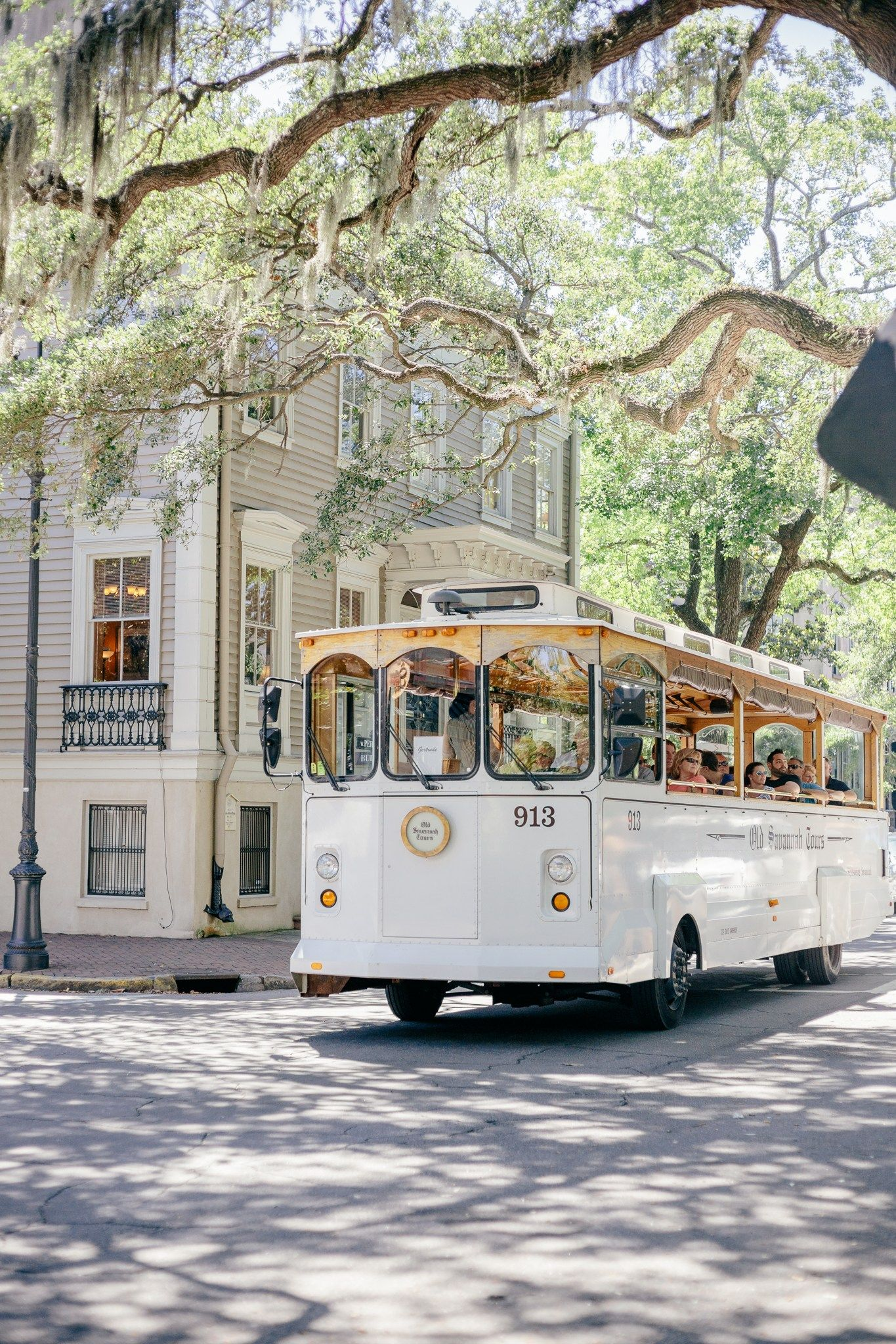 A Savannah, GA City Guide (Where to Eat, Shop + Walk