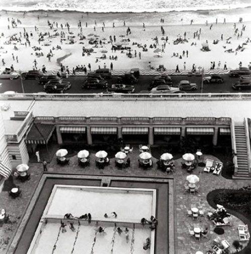 Índios e Cowboys: O Baile de Carnaval do Copacabana Palace No verão, os frequentadores da piscina são brindados, de hora em hora, com fatias de frutas e toalhinhas geladas para o rosto o que nos parece muito bem pensado....